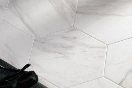 אריחי ריצוף וינטג' סדרת Hexagon 1012957. משושה דמוי קררה.  גודל: 22*25