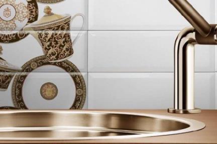 אריחים למטבח מקרמיקה C30-17. דקור צלחת+קומקום לפאזה לבן.  גודל 30*10.