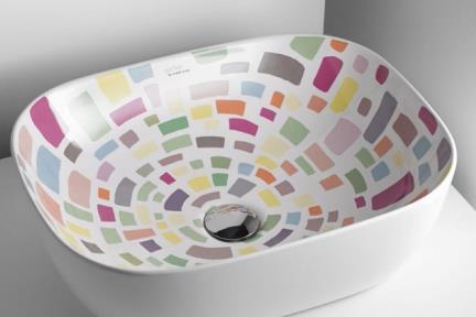 כיור אמבטיה מצויר B490-04. כיור מונח עם מלבנים צבעוניים.  גודל: 40*49