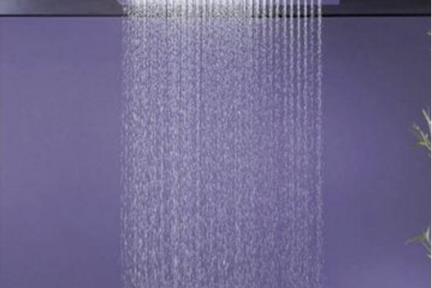 """אביזרי אמבט טוש למקלחת של חברת Bongio 888-55. ראש טוש מרובע תקרה מרובע.  גודל: 50 ס""""מ"""