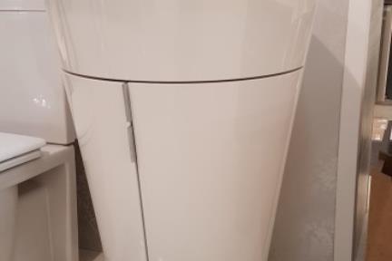 כיור קיר עומד 5800-1. ארון לבן + כיור B8500.  קוטר כיור: 58.  גובה 85