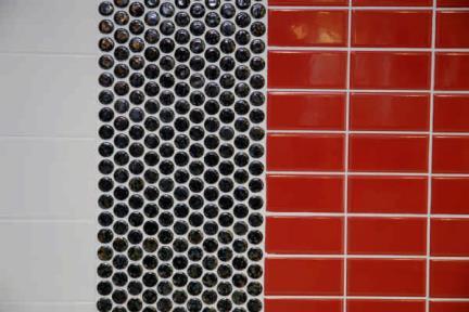 אריחי פסיפס לחיפוי קיר מקרמיקה 3106. פסיפס עיגולים שחורים