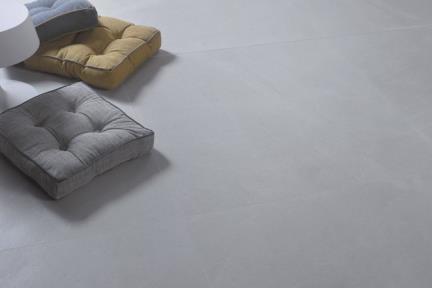 אריחי ריצוף  גרניט פורצלן דמוי אבן 1011738. פורצלן דמוי אבן אפור בהיר.  גודל: 90.7*90.7