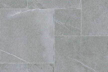 אריחי ריצוף  גרניט פורצלן דמוי אבן 971811. פורצלן רב גודל אפור תוצרת CODICER  ספרד.  נגד החלקה R10.  מעורב בגדלים 50*50, 25*50, 25*25  לפי הזמנה מיוחדת