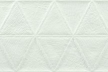 אריח לחיפוי קיר  דמוי אבן 1011999. אריח משולשים לבן אבן.  גודל: 31*98