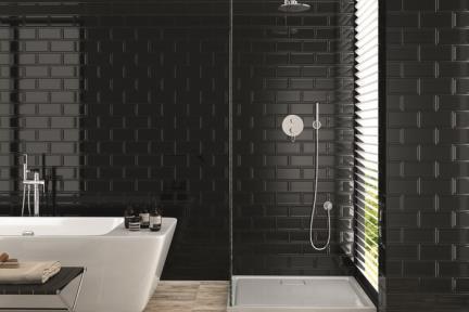 אריחי וינטג' לחיפוי קיר בסגנון עתיק 2302166. קרמיקה שחורה מבריקה.  מסגרת חיצונית בולטת.  גודל: 20*10