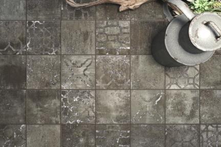 אריחי ריצוף  גרניט פורצלן דמוי אבן 1013767. פורצלן שחור פחם מעורב גוונים. גודל: 13.8*13.8