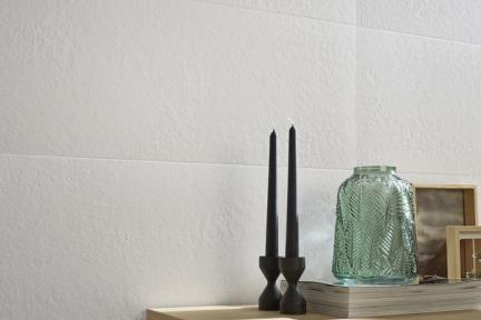 אריח לחיפוי קיר  דמוי טקסטיל 1068. קרמיקה לבן טקסטורה לקירות.  גודל: 90*29.5