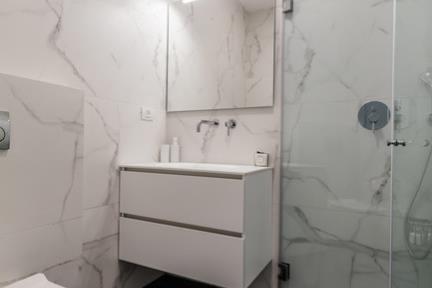 חדר שירותים. צילום: תמר אלמוג
