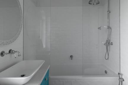 חדר אמבטיה נוסף. צילום: גדעון לוין