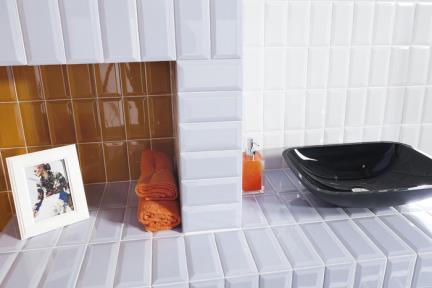 אריחי וינטג' לחיפוי קיר בסגנון עתיק 1011766. קרמיקה לבנה פאזה מבריק.  גודל: 10*20