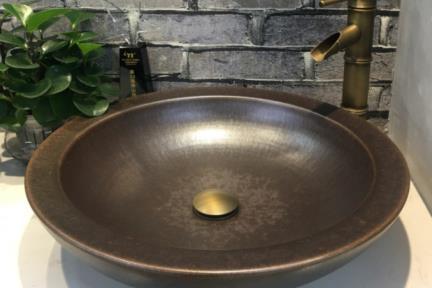 כיור מונח לחדר אמבטיה L4902. כיור קרמי עגול מונח בצבע ברונזה.  קוטר: 49   גובה: 12