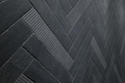 אריחי ריצוף  פורצלן דמוי בטון 2384. פורצלן בטון שחור פחם.  גודל: 9.9*49.2  נגד החלקה R10