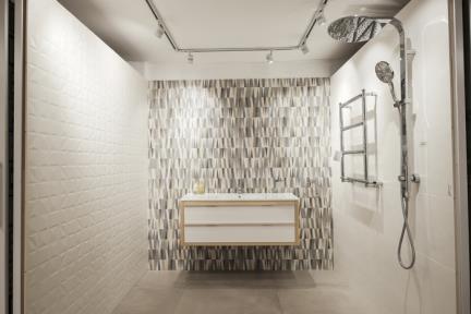 חדר ענתיקה בחלמיש. קורס צילום של סוזי לוינסון  בחדר זה יש:  קיר ממול: דגם 1001077  מצד שמאל קרמיקה דגם 1001076  מצד ימין קרמיקה לבנה-קרם