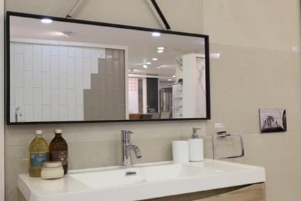 ארון בחלמיש. קורס צילום אדריכלות בהנחיית סוזי לוינסון  הדגמים בחדר זה:  ארון דגם 6901-23  כיור L6901  מראה MR101  פורצלן 100*50 דגם 1002082