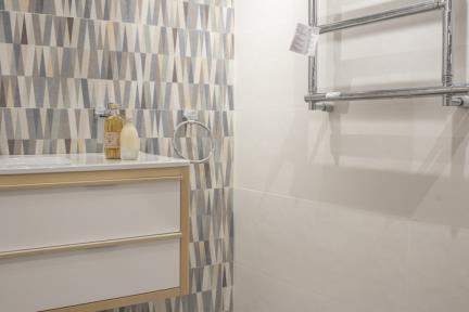 חדר ענתיקה בחלמיש. קורס צילום אדריכלות בהנחיית סוזי לוינסון  הדגמים בחדר זה:   קרמיקה לבנה: דגם 1001075  קרמיקה גאומטרית: דגם 1001077