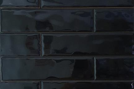 אריחי וינטג' לחיפוי קיר בסגנון עתיק 50289. קרמיקה ענתיקה שחור מבריק  גודל: 20*5