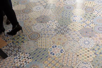 אריחי ריצוף וינטג' סדרת Hexagon 2437. פורצלן משושה בסגנון מרוקאי