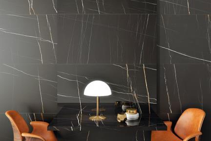 אריח לחיפוי קיר  דמוי אבן 97509. פורצלן שחור מבריק עם גידים לבנים וכתומים.  גודל: 60*120  מתאים לקיר ולריצפה