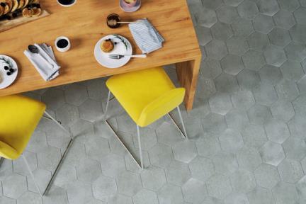 אריחי ריצוף וינטג' סדרת Hexagon 26024. פורצלן משושה אפור בטון.  נגד החלקה R10  גודל: 19.8*22.8