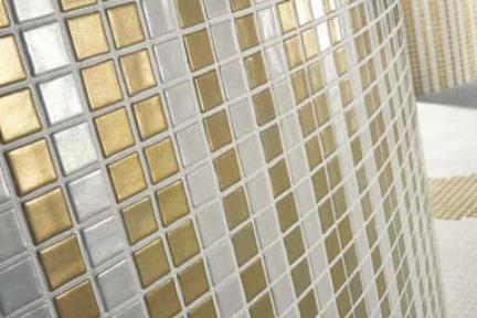 פסיפס זהב-פנינה. פסיפס זכוכית זהב-פנינה  אריחים מחוברים ב PVC  יוצר מגע ישיר בין  הפסיפס לקיר  פסיפס פנינה במלאי