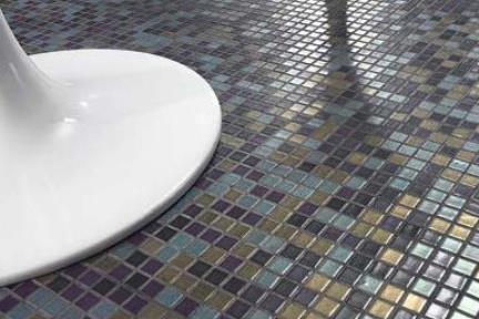 פסיפס זכוכית מטאלים. פסיפס זכוכית צבעים מטאלים  אריחים מחוברים ב PVC  יוצר מגע ישיר בין  הפסיפס לקיר או לרצפה